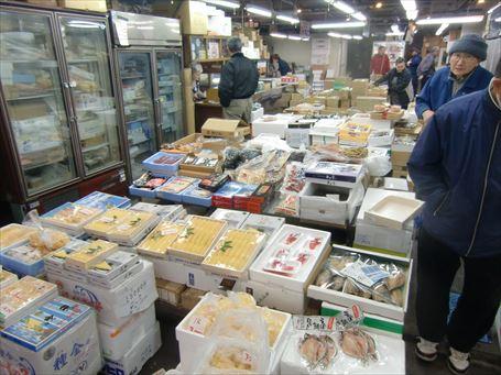 足立市場の加工製品売場