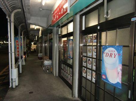 足立市場の早朝の飲食コーナー