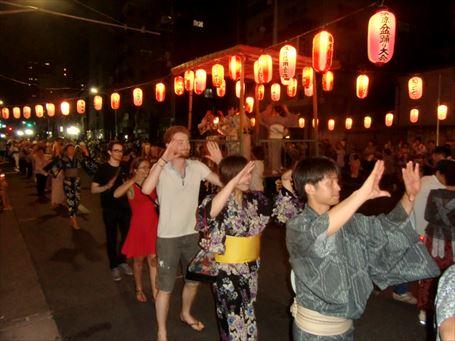 山谷地域の盆踊り大会に今年も外国人が