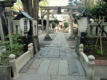 小野照崎神社の参道