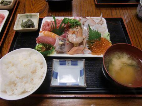 「割烹さいとう」の海鮮丼(別盛の大盛)
