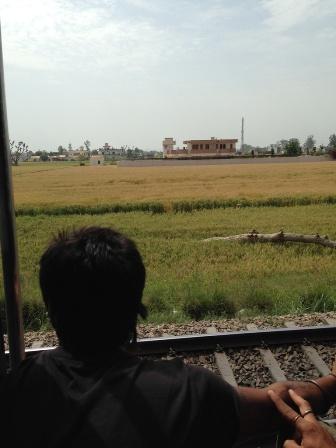 インドの車窓、風と共に