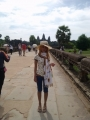 Angkor Watを背景に