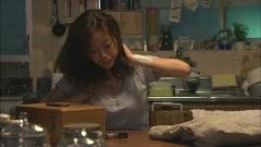 上戸彩昼顔~平日午後3時の恋人たち~胸チラ画像4