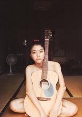 成海璃子全裸ギターセミヌード画像