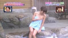 釈由美子タオル一枚股間チラとおっぱい画像6