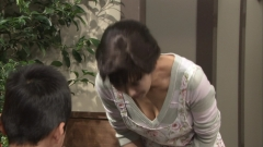優香谷間チラ画像3