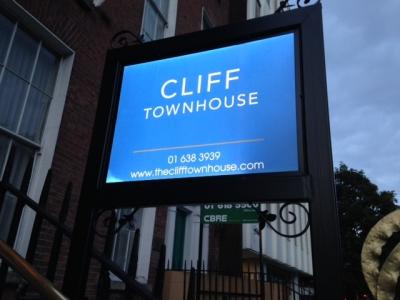 CLIFF 1