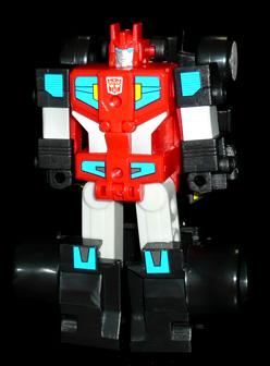 サイバトロン 副官騎士 ブラッカー ロボットモード