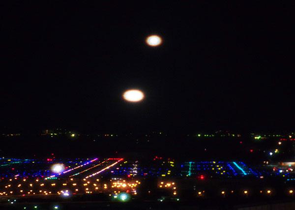 羽田空港の夜間着陸機