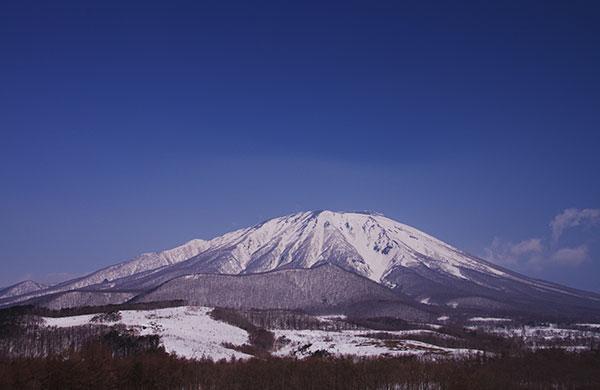 春子谷地から岩手山