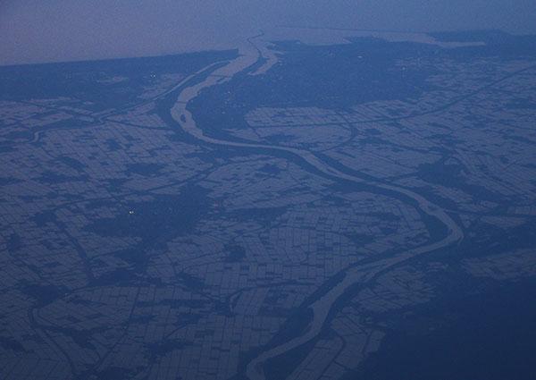 酒田市上空からの最上川
