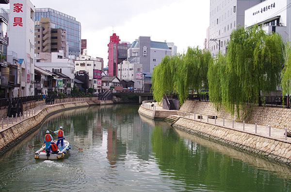 博多中洲の水景