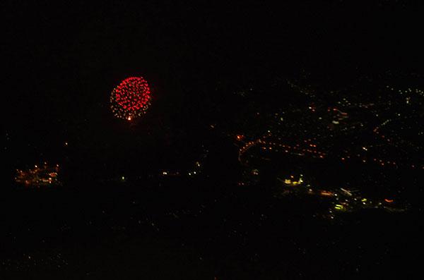 飛行機から見た花火