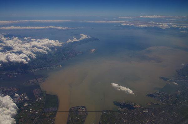 伊勢湾に流れ出た濁流