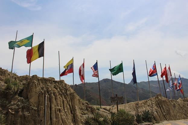 ボリビア・ペルー旅行:月の谷 国旗
