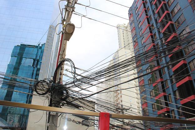 ボリビア・ペルー旅行:2階建てバス 電線