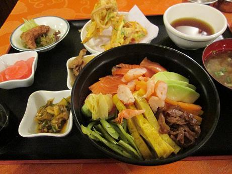 南米旅行:ラパス けんちゃん トルゥチャ丼