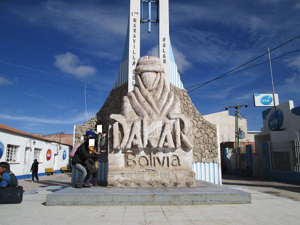 南米旅行:ウユニ塩湖 街中 塩の像