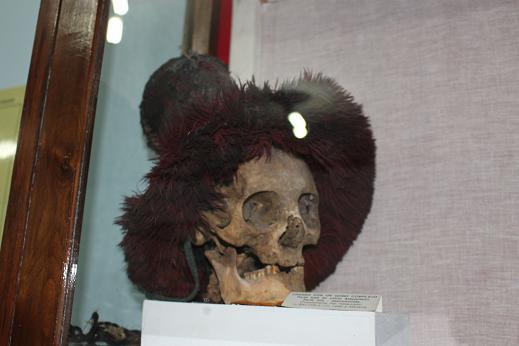ボリビア・ペルー旅行:ウユニ塩湖 塩の博物館 骸骨 帽子