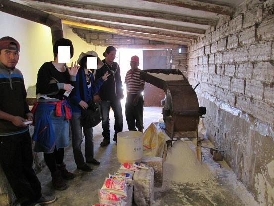 南米旅行:コルチャニ村 塩の精製所 精製