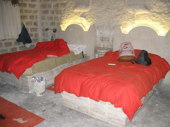 南米旅行:ウユニ塩湖 クリスタルサマーニャ ベッド
