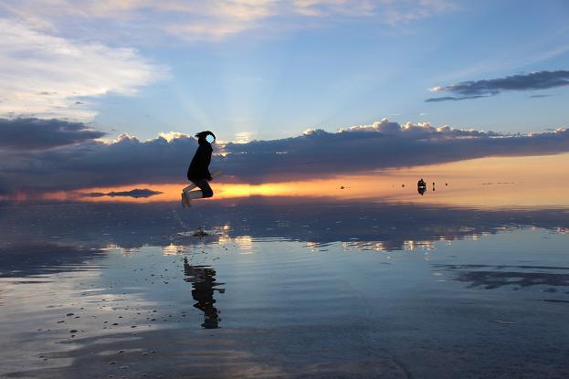 ボリビア・ペルー旅行:ウユニ塩湖 サンセット ジャンプ