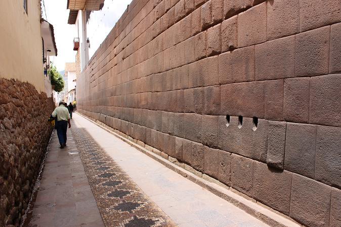 ボリビア・ペルー旅行:クスコ 精巧な礎石