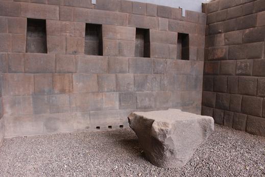 ボリビア・ペルー旅行:クスコ市内 サンドドミンゴ教会 生け贄台