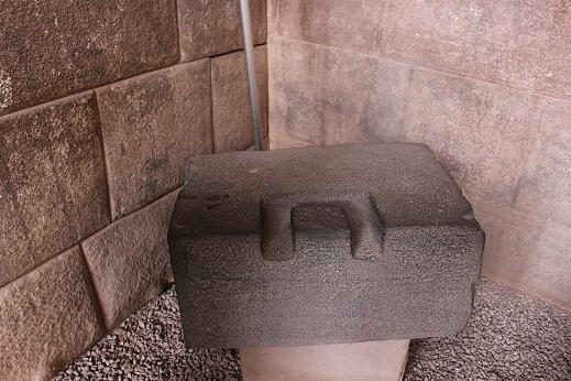 ボリビア・ペルー旅行:クスコ市内 サンドドミンゴ教会 石組み 楔