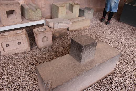 ボリビア・ペルー旅行:クスコ市内 サンドドミンゴ教会 石組み 楔2
