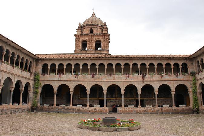ボリビア・ペルー旅行:クスコ市内 サンドドミンゴ教会 中庭