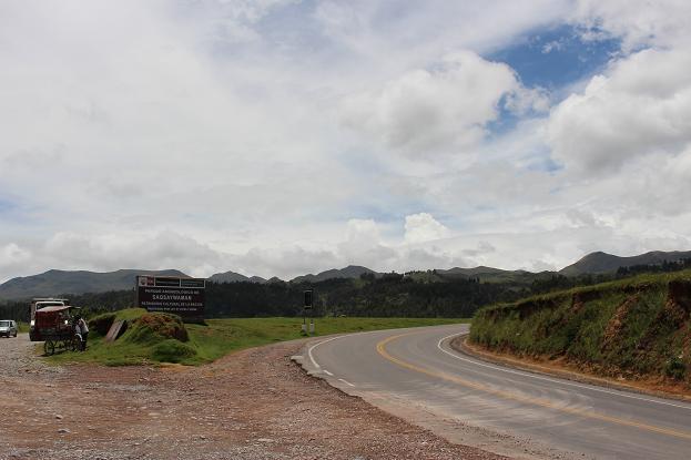 ボリビア・ペルー旅行:クスコ サクサイワマン 看板