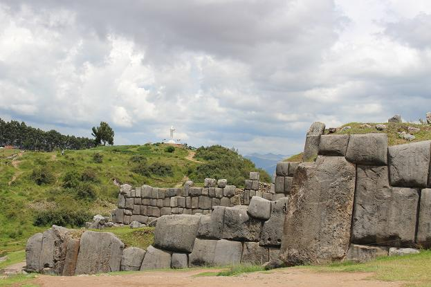 ボリビア・ペルー旅行:クスコ サクサイワマン 白のキリスト