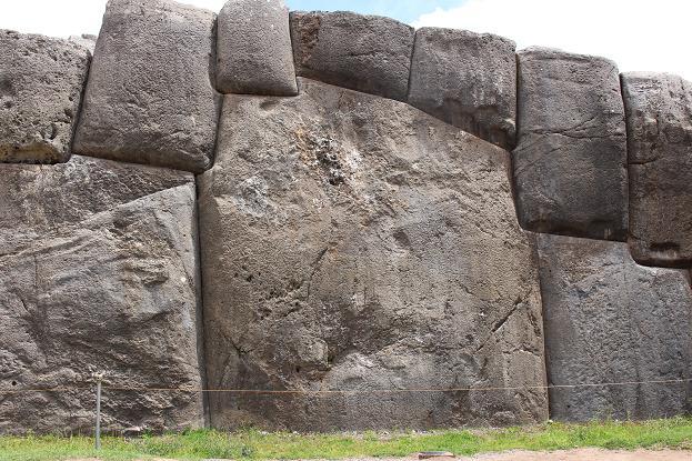 ボリビア・ペルー旅行:クスコ サクサイワマン 巨大岩