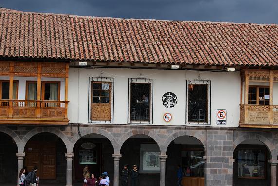 ボリビア・ペルー旅行:アルマス広場 スターバックス