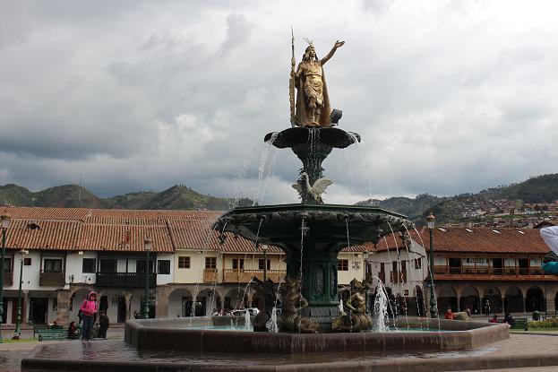 ボリビア・ペルー旅行:アルマス広場 噴水