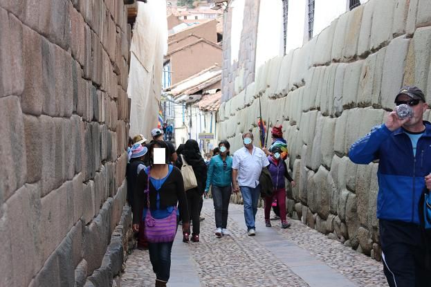 ボリビア・ペルー旅行:12角の石
