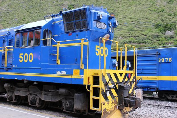 ボリビア・ペルー旅行:オリャンタイタンボ駅 列車