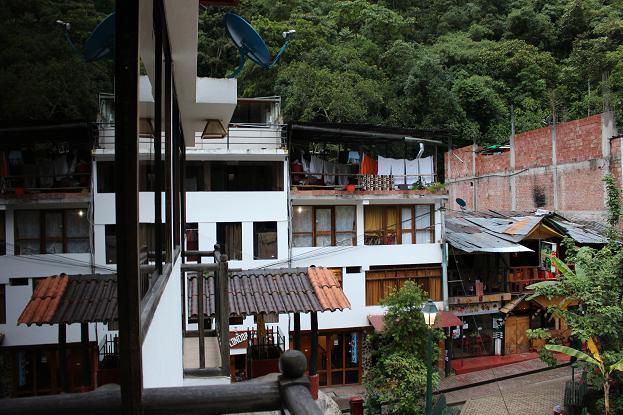 ボリビア・ペルー旅行:マチュピチュ村 インティウニャイワイナ