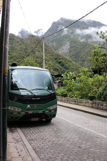 ボリビア・ペルー旅行:マチュピチュ村 シャトルバス