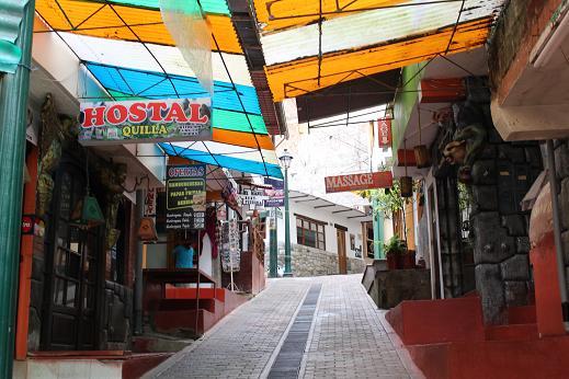 ボリビア・ペルー旅行:マチュピチュ村 坂