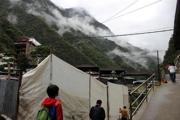 ボリビア・ペルー旅行:マチュピチュ村 坂3