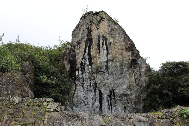ボリビア・ペルー旅行:マチュピチュ遺跡 大岩の墓石2
