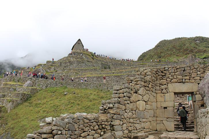 ボリビア・ペルー旅行:マチュピチュ遺跡 市街地への門 見張り小屋