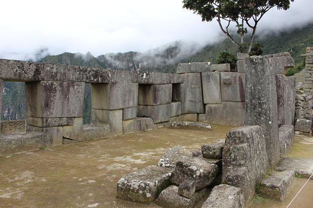 ボリビア・ペルー旅行:マチュピチュ遺跡 3つの窓の神殿