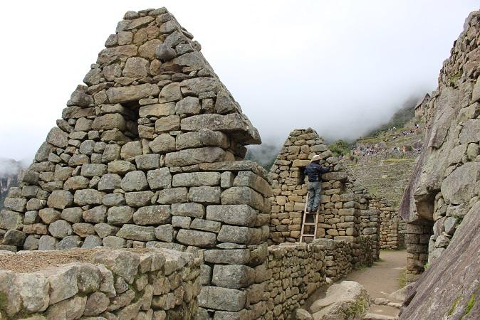 ボリビア・ペルー旅行:マチュピチュ遺跡 修理