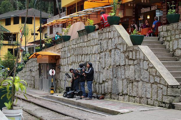 ボリビア・ペルー旅行:マチュピチュ村 ライブ