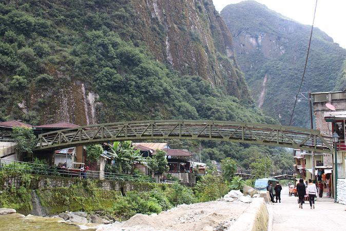 ボリビア・ペルー旅行:マチュピチュ村 橋