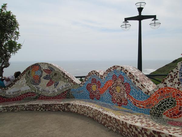 南米旅行:リマ 愛の公園